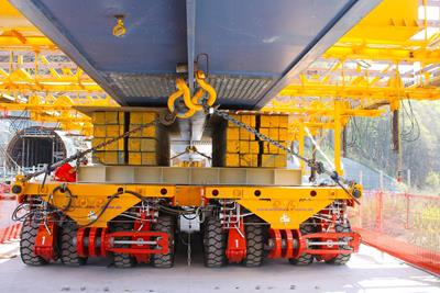Load securing on the side-by-side combination of the MSPE self-propelled modular transporter