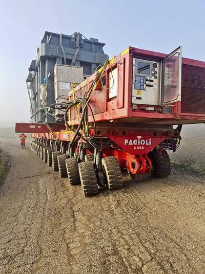 Route level was really challenging and could be handled thanks to the pendle-axles of the SPMT self-propelled modular transporter by Cometto.